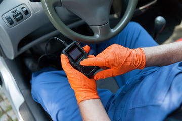 Using a scan tool for auto repair diagnostics and check engine