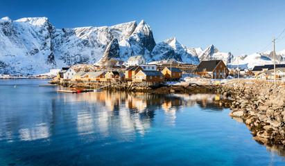 Fotorollo Blau Jeans Winter in Sakrisøy auf den Lofoten, Norwegen