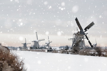 Windmills in Kinderdijk, The Netherlands in winter Fototapete