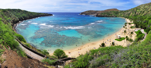 Snorkelling at the coral reef of Hanauma Bay, a former volcanic crater, now a national reserve near Honolulu, Oahu, Hawaii, United States.