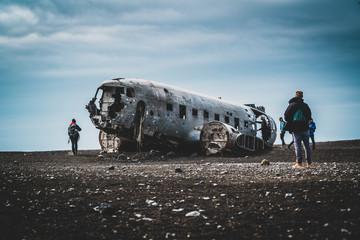 Foto auf Acrylglas Nordlicht Plane wreck on Solheimasandur