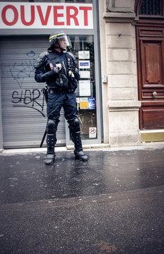 Policiers lors de manifestations