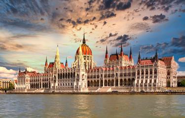 Foto auf Leinwand Budapest Budapest, Donau und Parlament