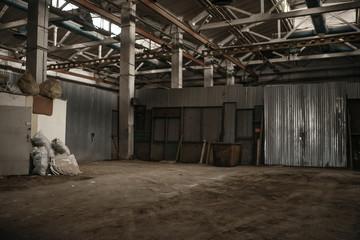 Photo sur Aluminium Les vieux bâtiments abandonnés Abandoned factory corridor, grunge interior