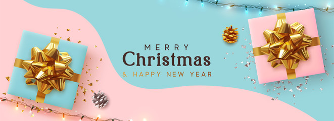 Fototapete - Holiday Christmas Banner. Xmas background with realistic pink and blue gift boxes, festive bright light garland. Horizontal border poster, header for website, greeting card. Advertising flyer brochure