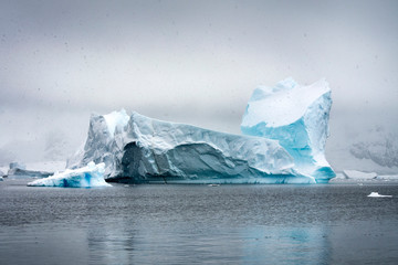 Papiers peints Antarctique iceberg in antarctica