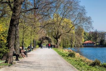 uferweg am lietzensee in berlin charlottenburg, deutschland