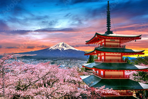 Wall mural Cherry blossoms in spring, Chureito pagoda and Fuji mountain at sunset in Japan.
