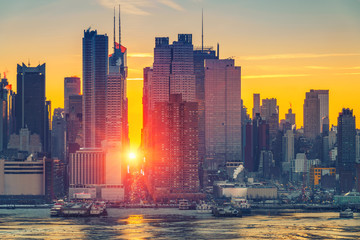 Fototapete - Sunrise over Manhattan in New York, USA