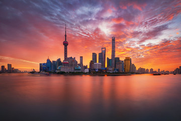 Fototapeten Koralle sunrise over Lujiazui skyline and Huangpu river, Shanghai, China