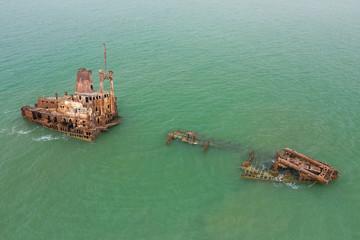 Poster Naufrage Aerial view of ship wreck near palmarin, Senegal.