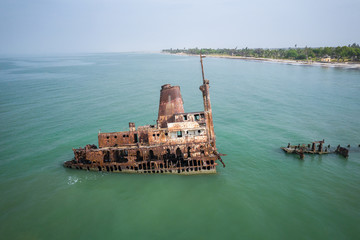 Tuinposter Schipbreuk Aerial view of ship wreck near palmarin, Senegal.