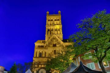 Historischer Kirchturm in Neuss