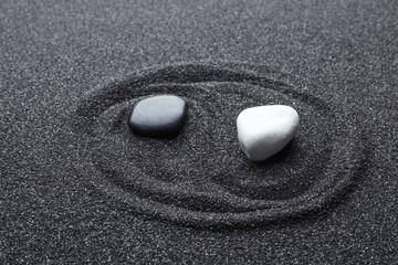 Photo sur Plexiglas Zen pierres a sable Yin Yang symbol made with stones on black sand. Zen concept