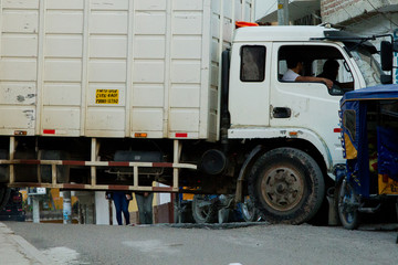 Camion de carga color blanco