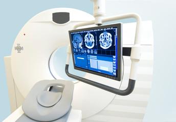 Schnittbilder auf Monitor vor Computertomograph in der Radiologie Praxis