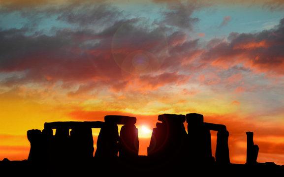 Stonehenge at dawn , Wiltshire, UK