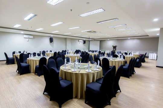 Meeting or gathering room with round table facility set