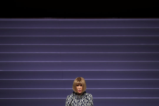 """Editor-in-chief of Vogue Anna Wintour delivers a speech during the Vogue """"Change Makers"""" event in Athens"""
