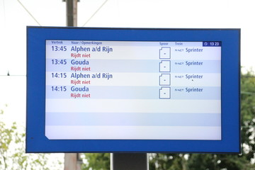 Departure information display with all cancelled departures at Boskoop Station for the R-NET between Gouda and Alphen aan den Rijn