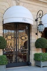 Porte d'entrée de l'hôtel de luxe Ritz à Paris, place Vendôme – 26 octobre 2019 (France)