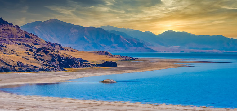 Antelope Island, the largest of ten islands within the Great Salt Lake, Antelope Island State Park, Utah, USA