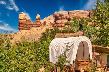 Wild West wagon, a covered wagon that was long the dominant form of transport in pre-industrial America, Utah, USA