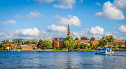 Malchower See mit Blick auf die Klosterkirche