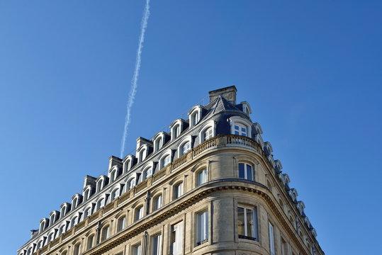 Immobilier Bordeaux, immeuble Hausmannien, Place des Quinconces, France. Copy space