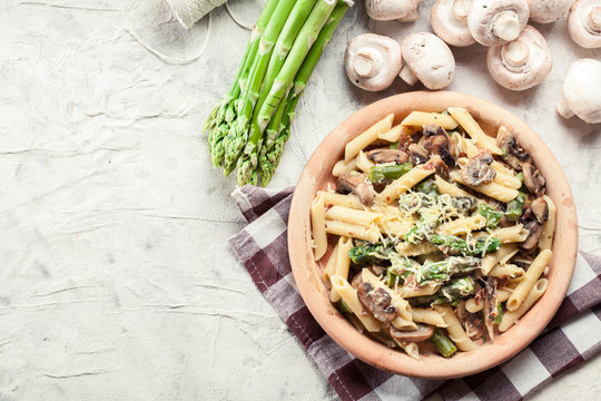 Penne pasta with asparagus and mushroom