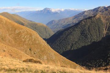 Zauberhafte Alpenlandschaft; Blick durch das Valle Albano zum Monte Legnone