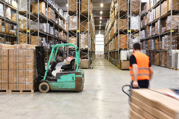 Warenlager Transportwesen // warehouse worker in a forwarding agency - interior with forklift - transport and storage of goods