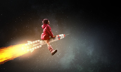 Little girl draeming to fly the moon Fotomurales