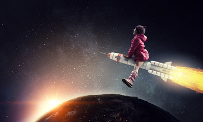 Little girl draeming to fly the moon