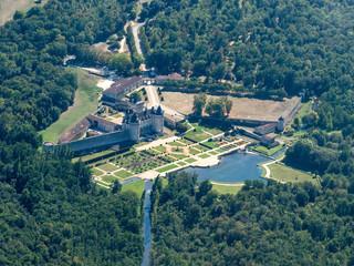vue aérienne du château de Crazannes en Charente Maritime en France