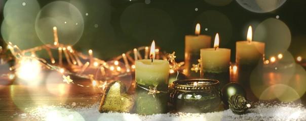 Vierter Advent - Brennende Adventskerzen - Weihnachten Hintergrund Banner