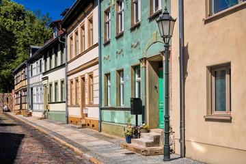 Fotomurales - altes stadtviertel katzenellenbogen in bernau bei berlin, deutschland