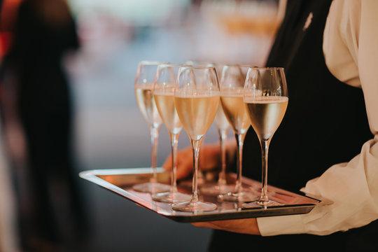 plateau de flûtes de champagne