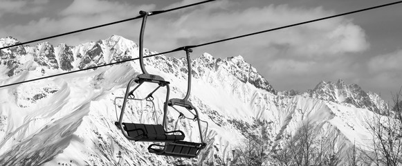 Fototapete - Chair lift in snowy mountains at nice sunny day