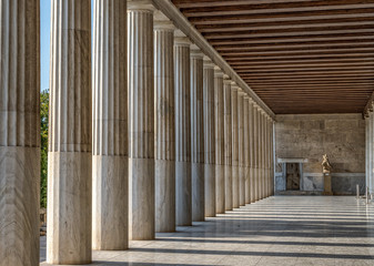 Montage in der Fensternische Altes Gebaude Ionic columns inside stoa of Attalos, ancient agora of Athens before sunset