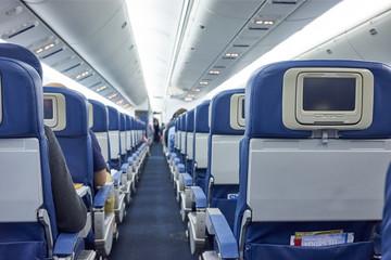 航空機内、短距離便エコノミークラスの座席
