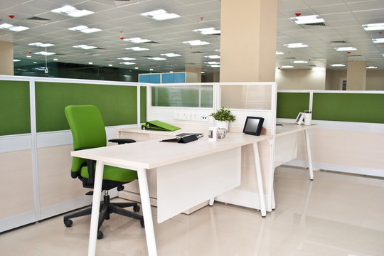 オフィスのレイアウト グリーンと白のデザイン