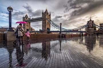 Spoed Fotobehang Bleke violet The tower Bridge of London in a rainy morning