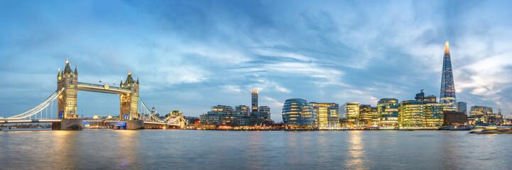 Fototapete - Panoramic View of London at Dawn, Great Britain