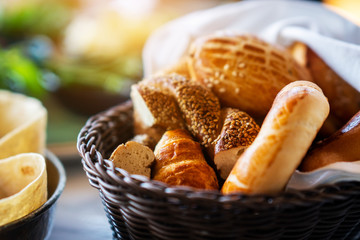A delicious bread and bakery basket fo a healthy breakfast Fototapete