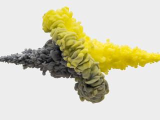 絵の具 水中でぶつかるも反れる灰色と黄色