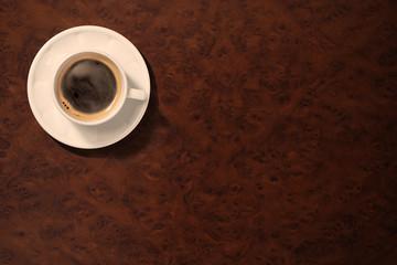 レトロなテーブルの上にあるコーヒーカップ
