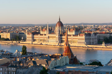 Foto op Canvas Boedapest Sunset view of Budapest Parliament from on the banks of Danube