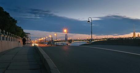 Fotobehang - Traffic on Neva river bank bridge at dusk. Timelapse, 4K UHD.