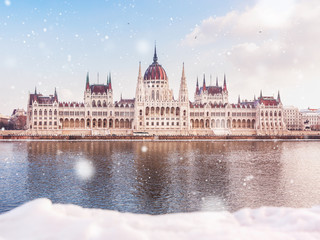 Printed kitchen splashbacks Budapest Hungarian parliament building at winter with snow. Snow lies on the river bank, Budapest